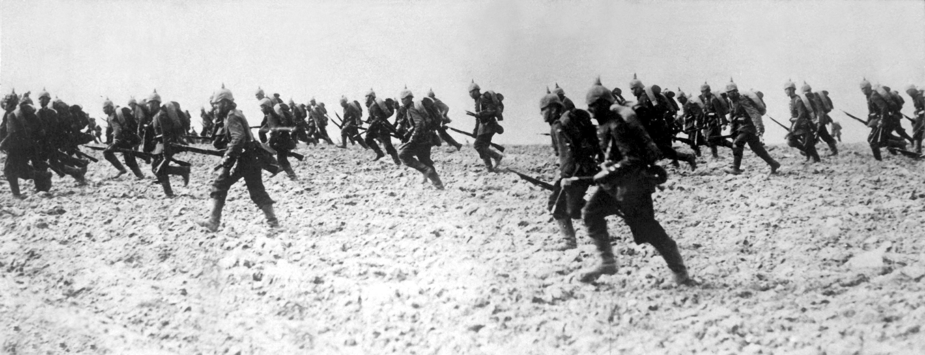 the important battle in the run of the first world war The battle of the somme, also known as the somme offensive, was one of the largest battles of the first world war fought between july 1 and november 1, 1916, near the somme river in france, it was also one of the bloodiest military battles in history.